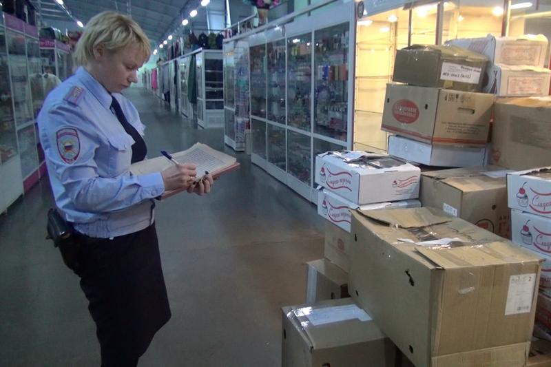 Полицейские в Костроме уничтожили контрафактные диски, изъятые у торговцев нелегальной продукцией