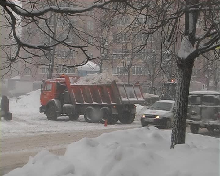 На расчистку трасс в Костромской области дорожники вышли еще ночью