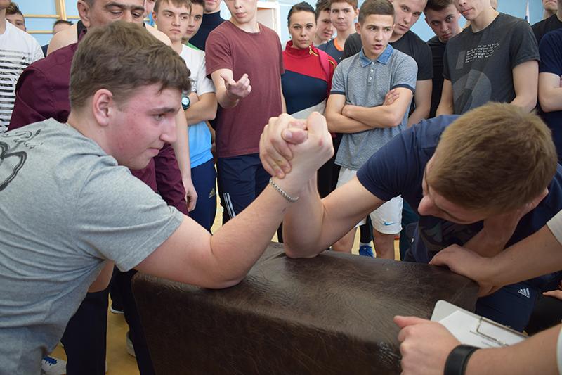 В Костроме прошла военно-спортивная эстафета среди допризывной молодежи