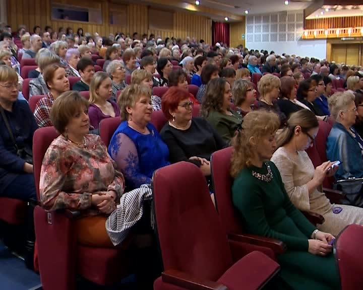 В Костроме прошло торжественное собрание, посвященное Международному женскому дню