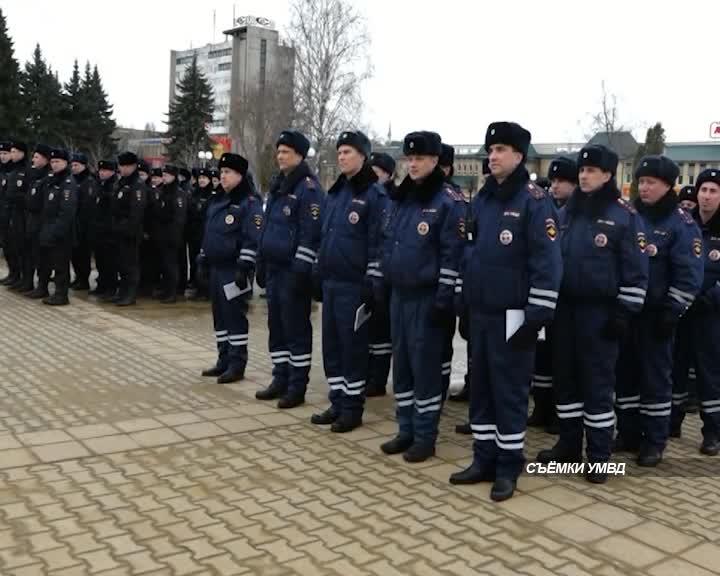 В Костроме прошел гарнизонный строевой смотр сотрудников полиции