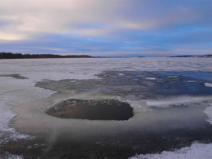 Выход на лёд водоёмов Костромской области крайне опасен.