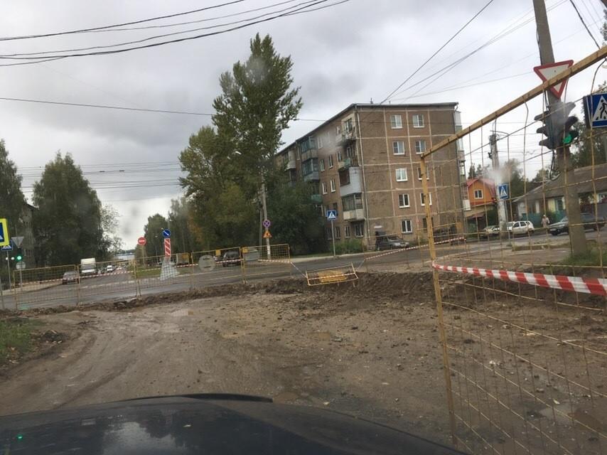 Улицу Сутырина в Костроме снова закрыли для движения транспорта