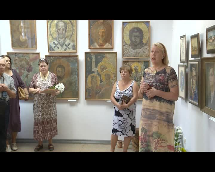 В Костроме открылась выставка отца и сына Губочкиных
