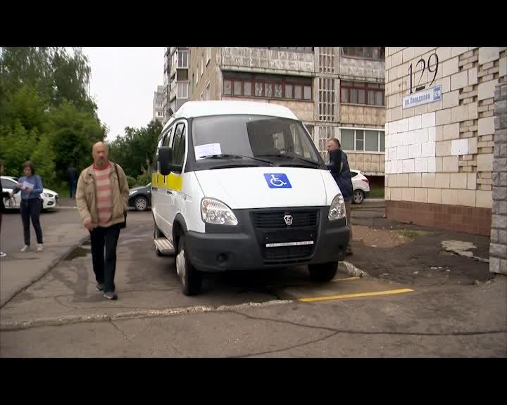 Пройдут по бездорожью и доставят на место с комфортом: одиннадцать машин Костромская область для Центров соцобслуживания
