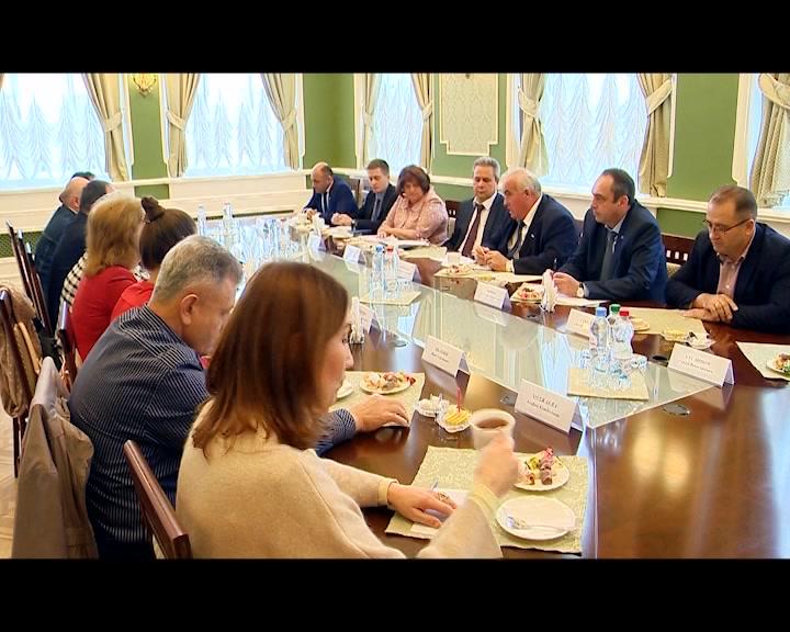 Губернатор Костромской области Сергей Ситников встретился с представителями национальных объединений