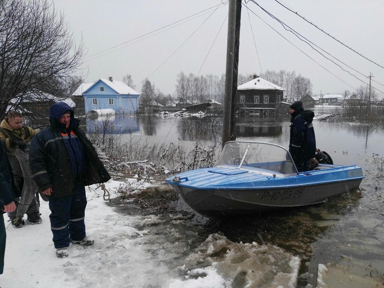 Губернатор Сергей Ситников лично проверяет, как защищают людей от паводка в Солигаличе