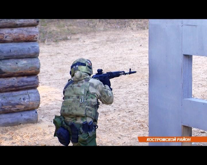 В Костромской области в полевых условиях проходят комплексные занятия ОМОНа