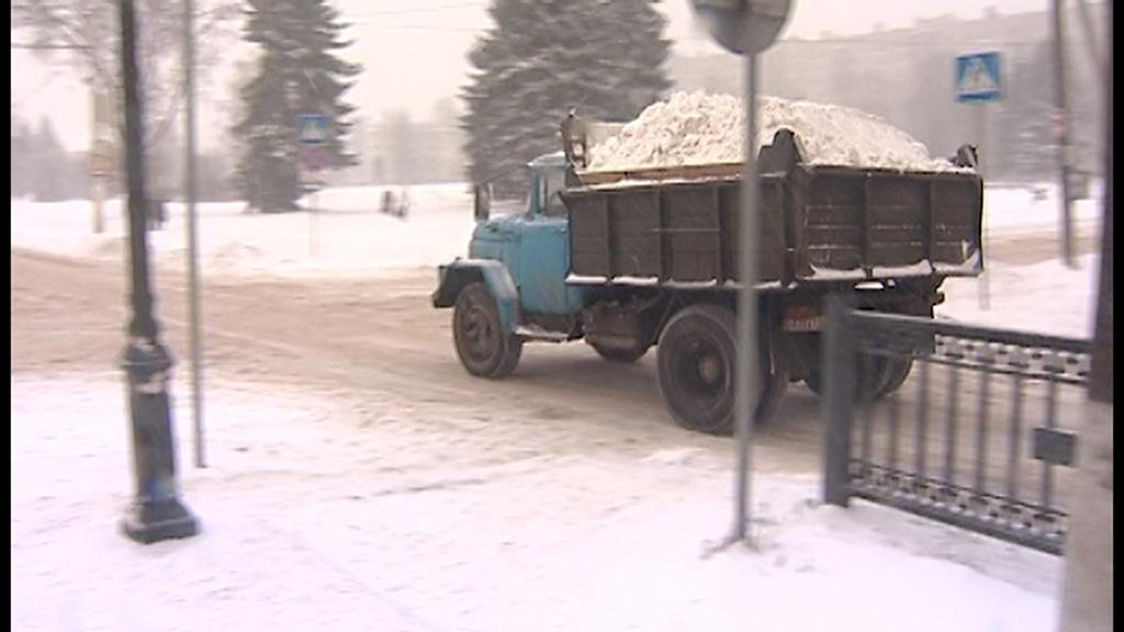 Мэрия Костромы напоминает: Предприятия и организации обязаны складировать убранный снег только на снегосвалке