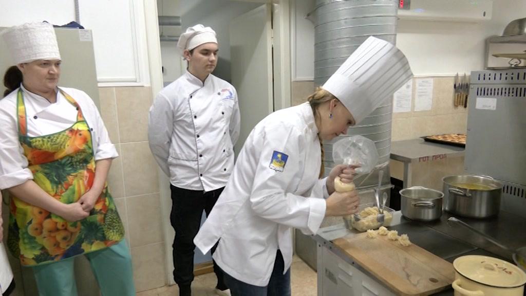 Чтобы блюда были более разнообразны. В Костроме стартовала серия практических занятий для шеф-поваров детских садов