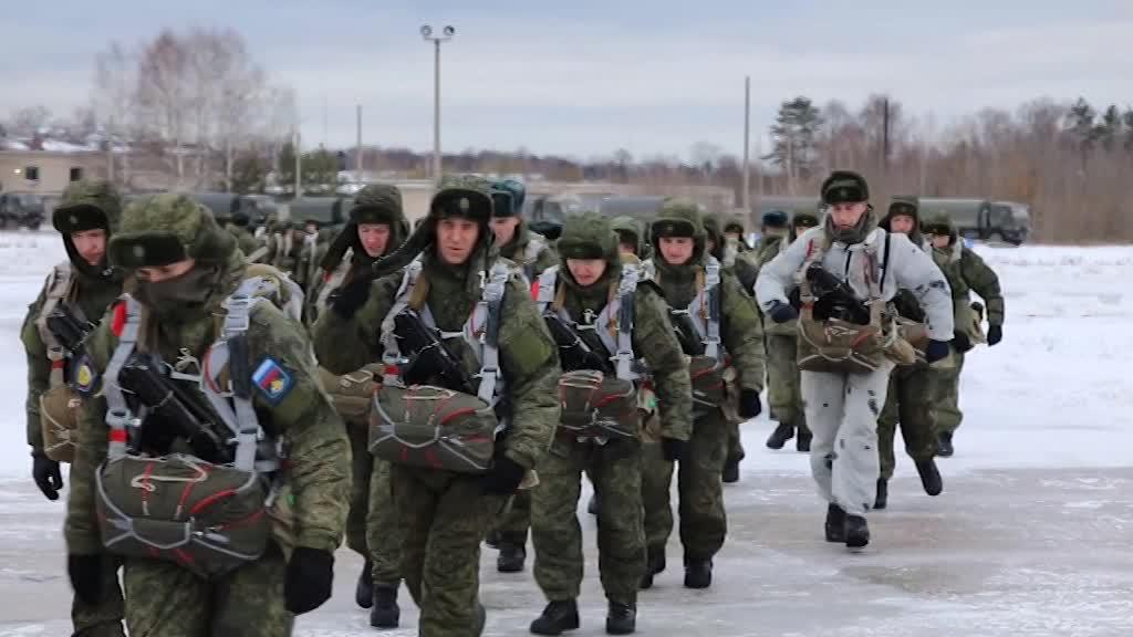 Первые в этом году. Костромские десантники участвуют в тактических учениях