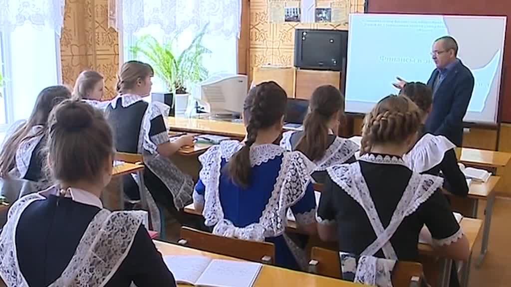 В Костромской области открыт прием заявок на участие в программе «Земский учитель»