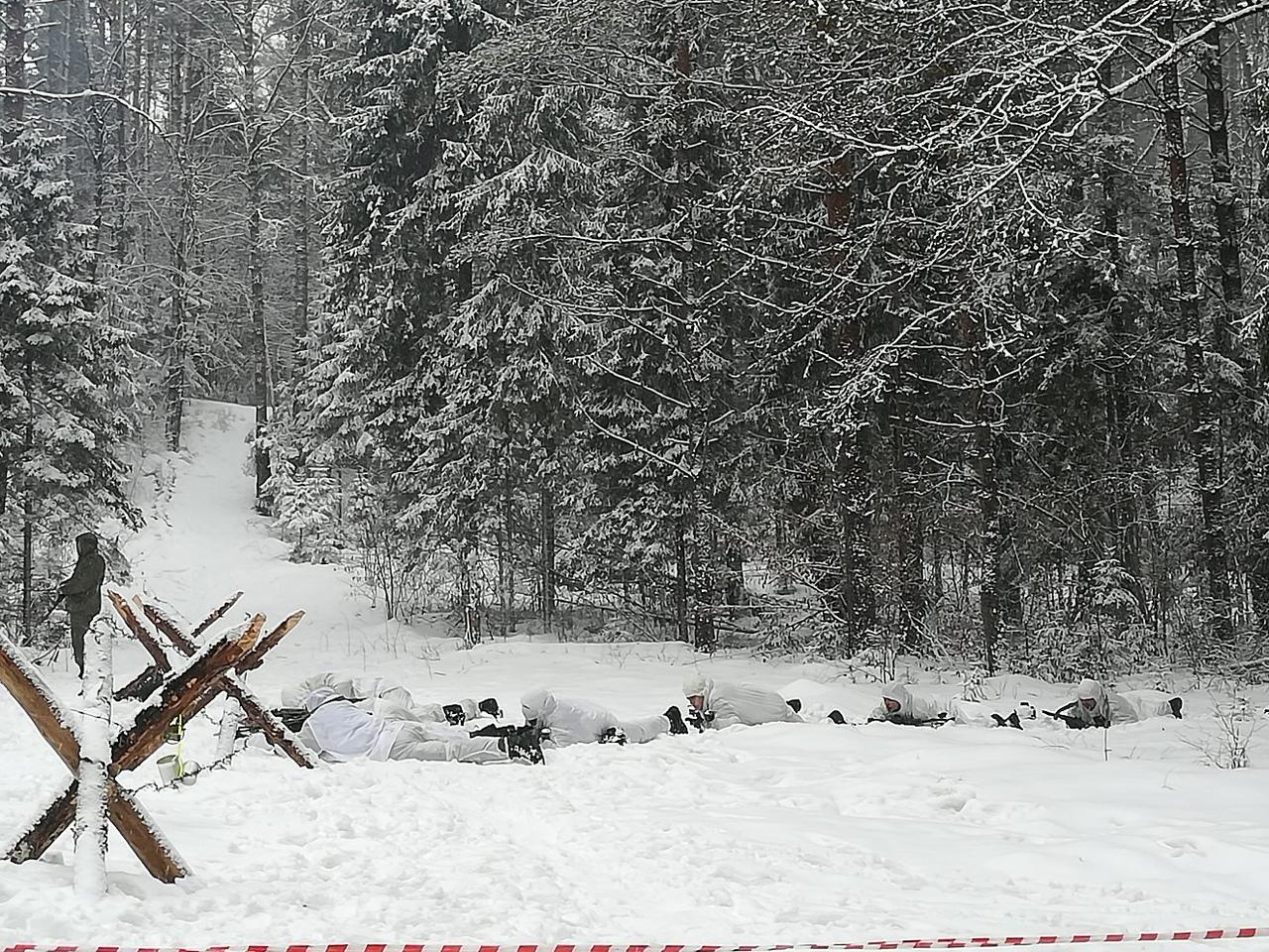 Под Костромой военные реконструировали бой времен Великой Отечественной войны