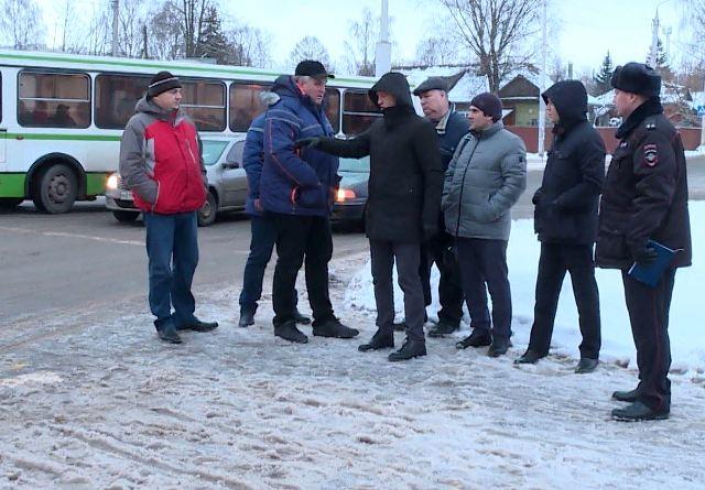 Жители Костромы просят обезопасить их от автотранспорта в районе рынка на Кинешемском шоссе
