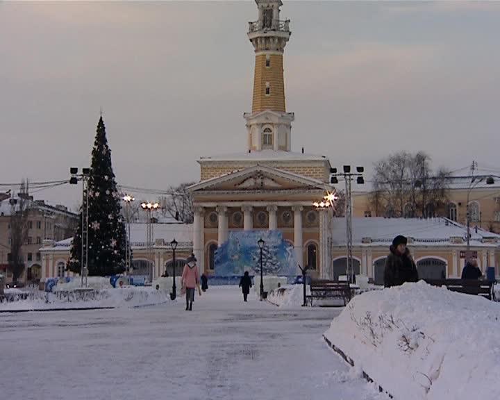 В центр Костромы завезли снег и лед для Фестиваля «Ледовых скульптур»