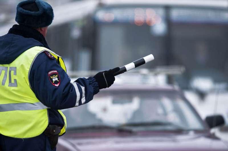 Госавтоинспекторы в Костроме продолжают работу по контролю за деятельностью легковых такси