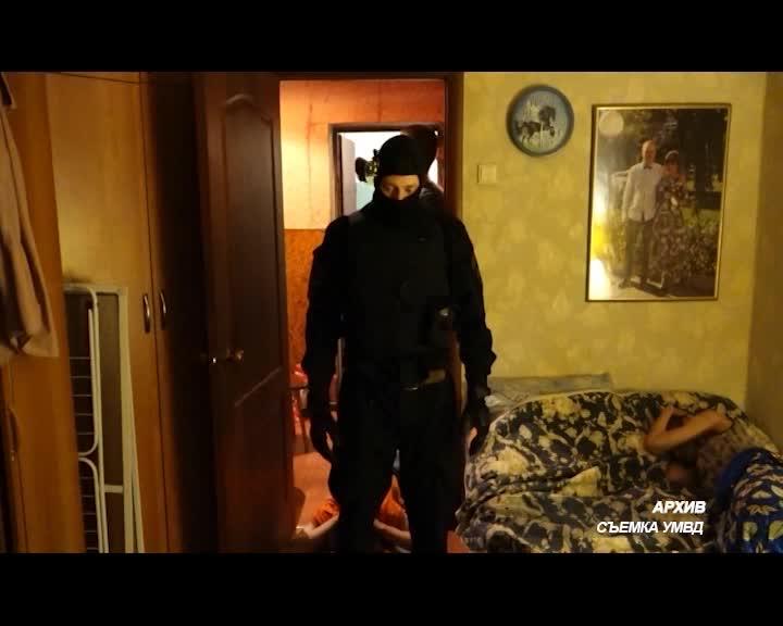 Полицейские ликвидировали в Костроме наркопритон в многоэтажке на улице Сутырина