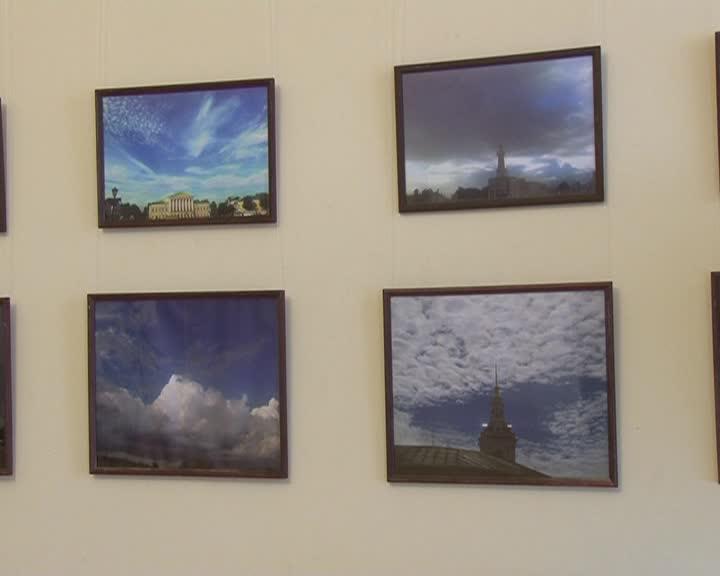 В зале Шуваловых открылась вставка «Небо над Костромой»