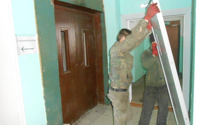В Вохомской районной больнице ремонтирую лифт, который простаивал более 30 лет