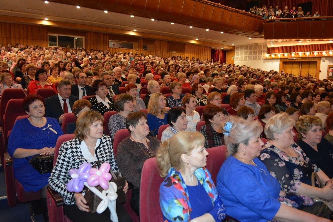 Костромских женщин поздравят в Губернском