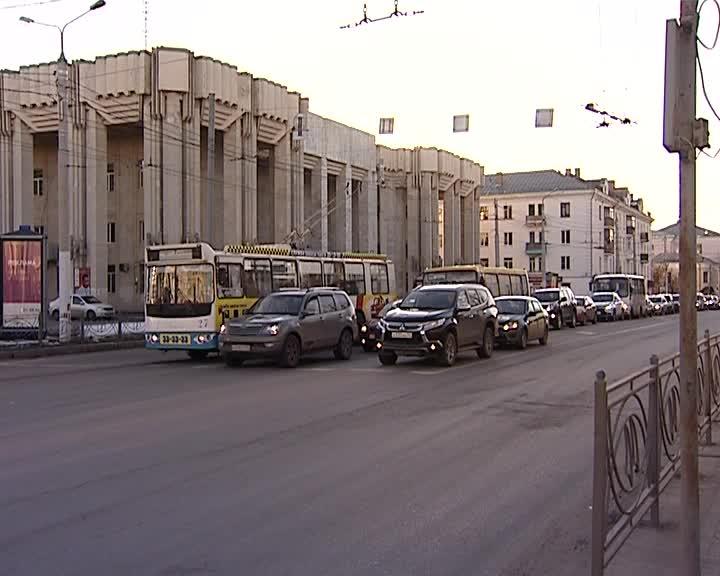 В Костроме на перекрестке улиц Подлипаева и Советская отменят выделенную полосу