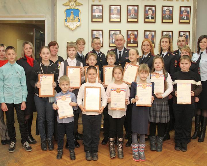 В Костроме наградили победителей конкурса детского рисунка «Мои родители работают в полиции»