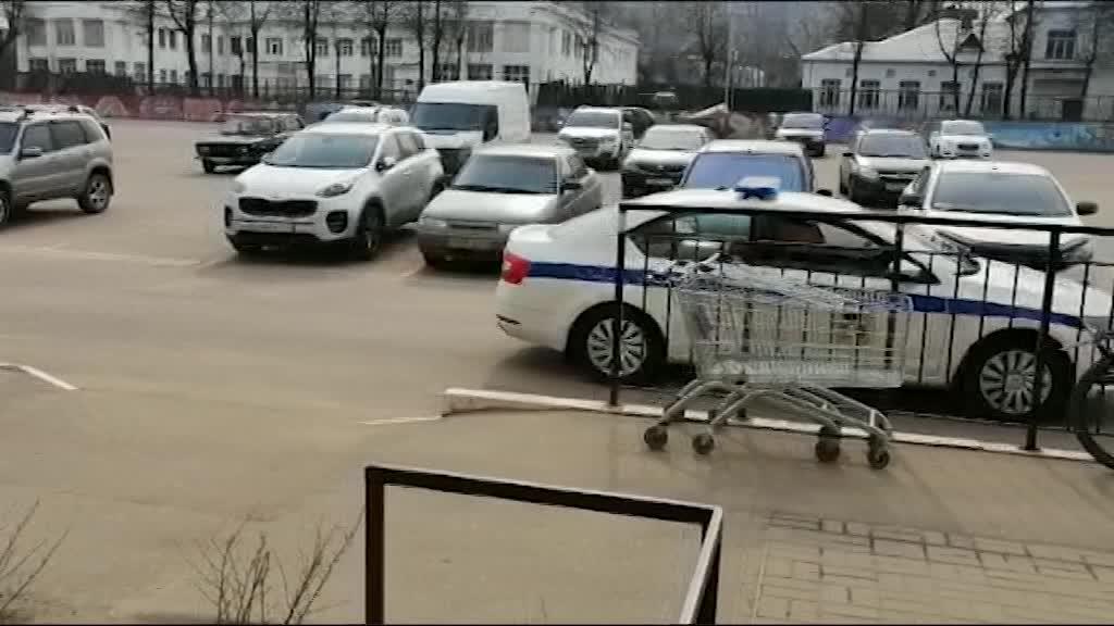 Через громкоговорители жителей областного центра призывают оставаться дома