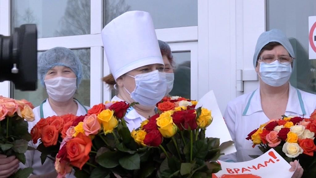 Три тысячи роз в знак признания