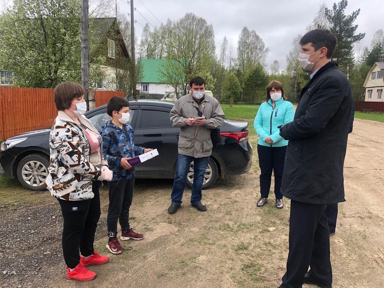 Многодетной семье из деревни Маракино Кологривского района передали ноутбук