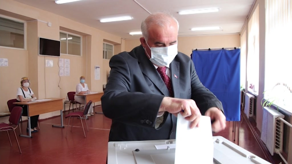 Костромской губернатор одним из первых проголосовал по поправкам в Конституцию