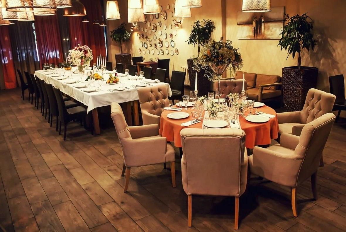 С 10 июля рестораны и кафе начнут обслуживать гостей в залах