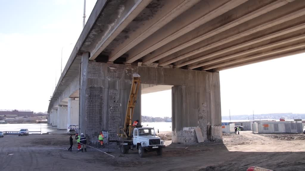 На мосту через реку Кострому начался ремонт тротуаров
