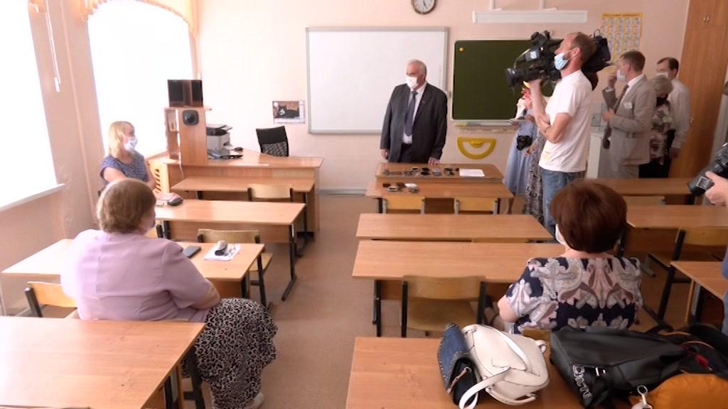 Выпускники школ сдали ЕГЭ по русскому языку
