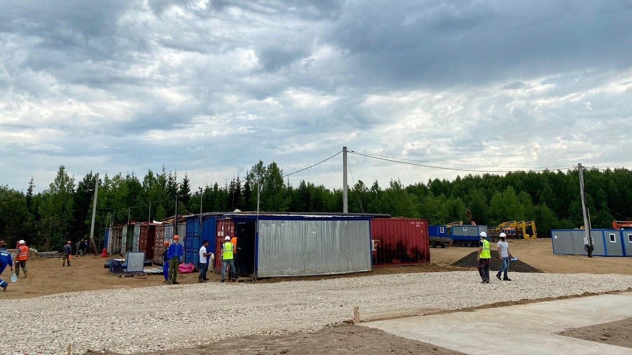 Губернатор побывал в городке строителей газопровода в Антроповском районе