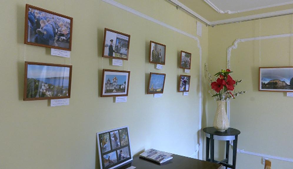 В Костроме открылась выставка картин ветеранов