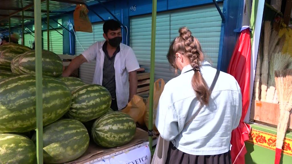 Специалисты Россельхознадзора сегодня проверили продавцов арбузов и дынь