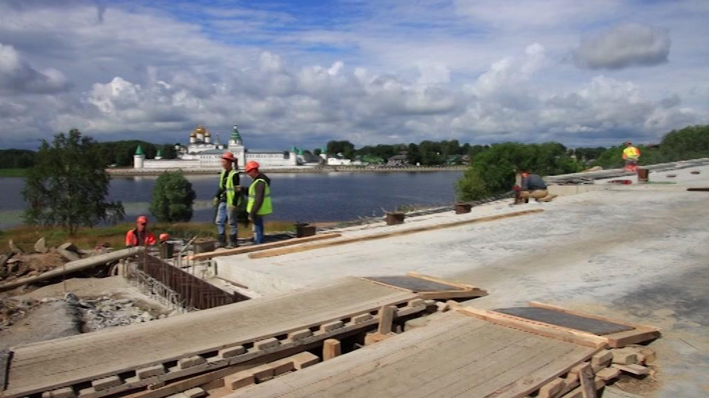Подрядчик приступил к подводным работам при ремонте моста через р. Кострому