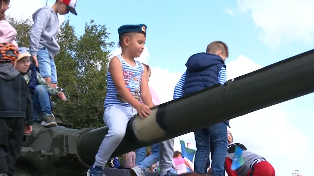 День ВДВ в Костроме стал семейным праздником