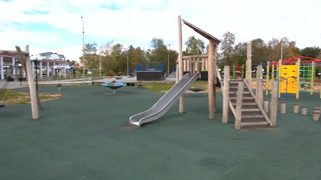 В Костроме приводят в порядок парк на Чернигинской набережной