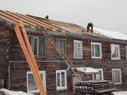 В Вохме ремонтируют три дома