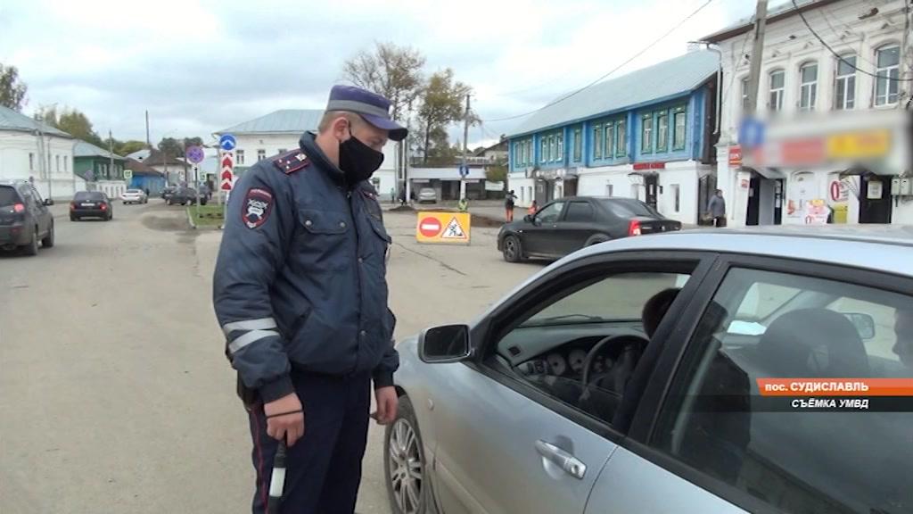 От удара ножом спас полицейский