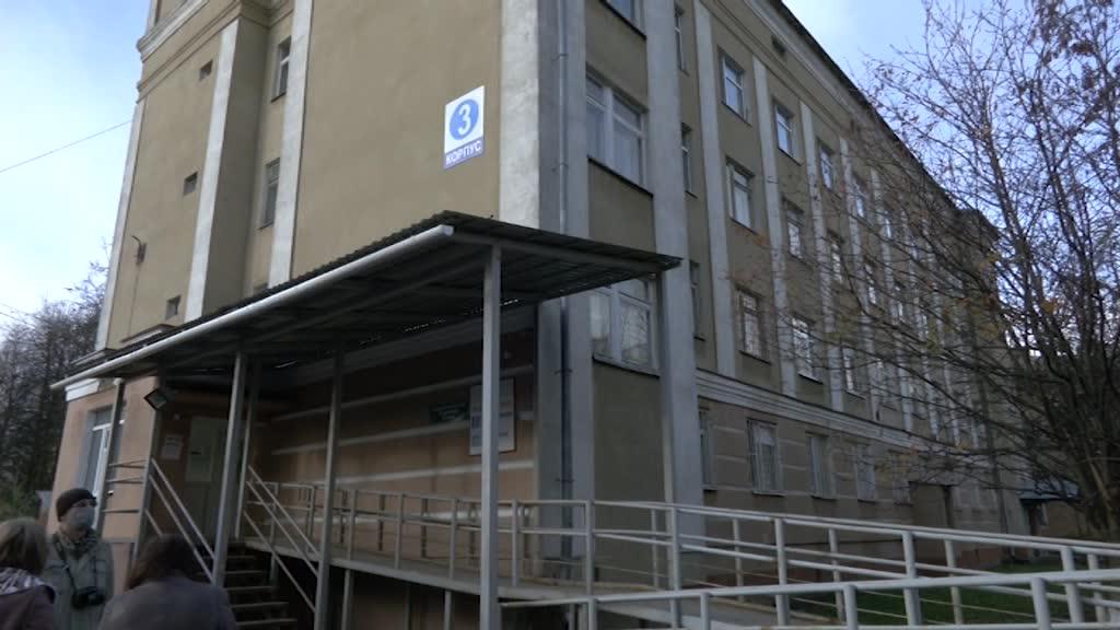 Городская больница Костромы приняла первых пациентов с диагнозом COVID-19