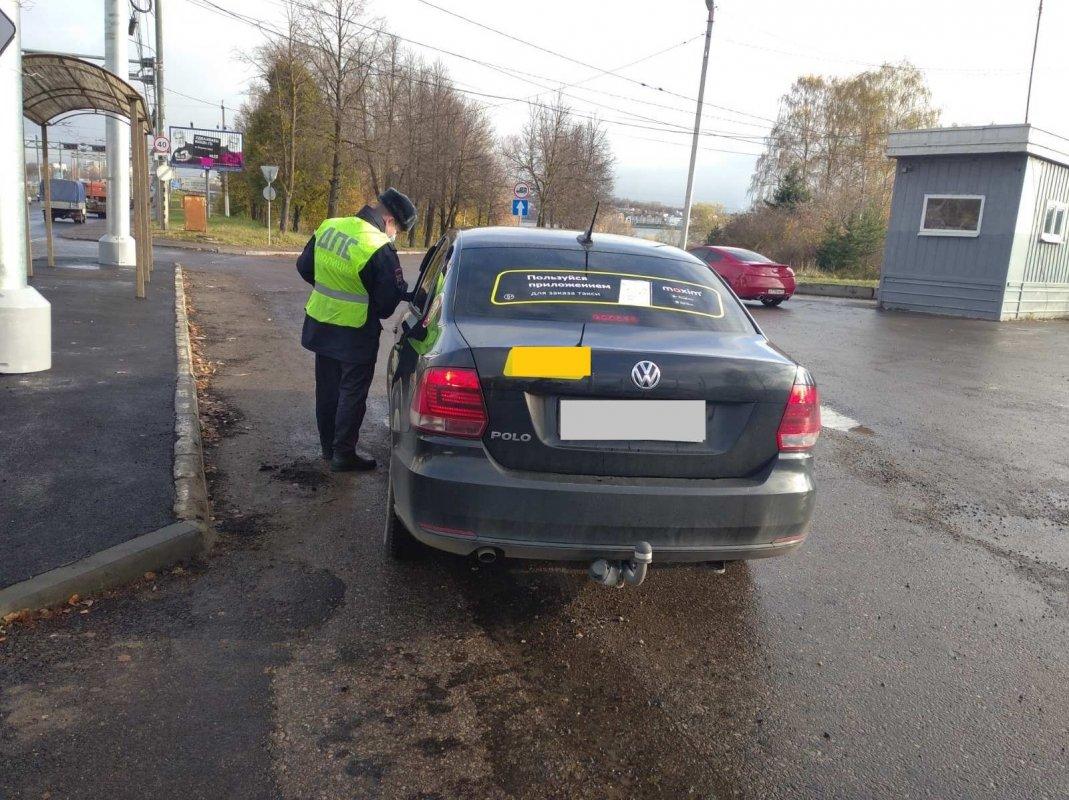 У пяти костромских таксистов отобрали машины с нарушением маркировки