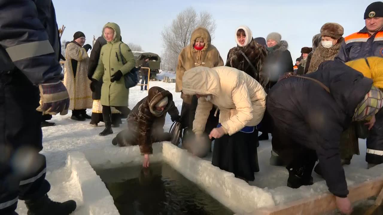Утром в костромских храмах и церквях  освятили воду