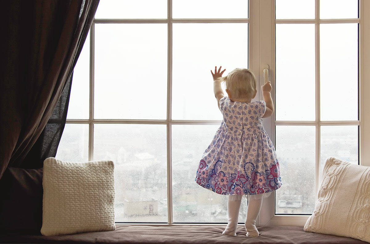Двухлетний ребенок остался без мамы
