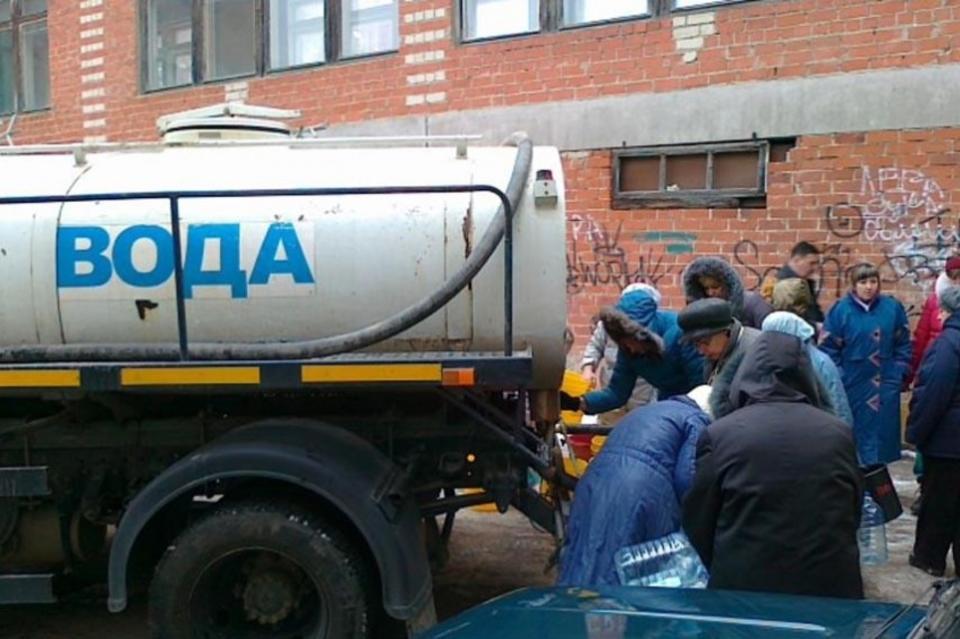 Жителям Давыдовских микрорайонов доставляют воду