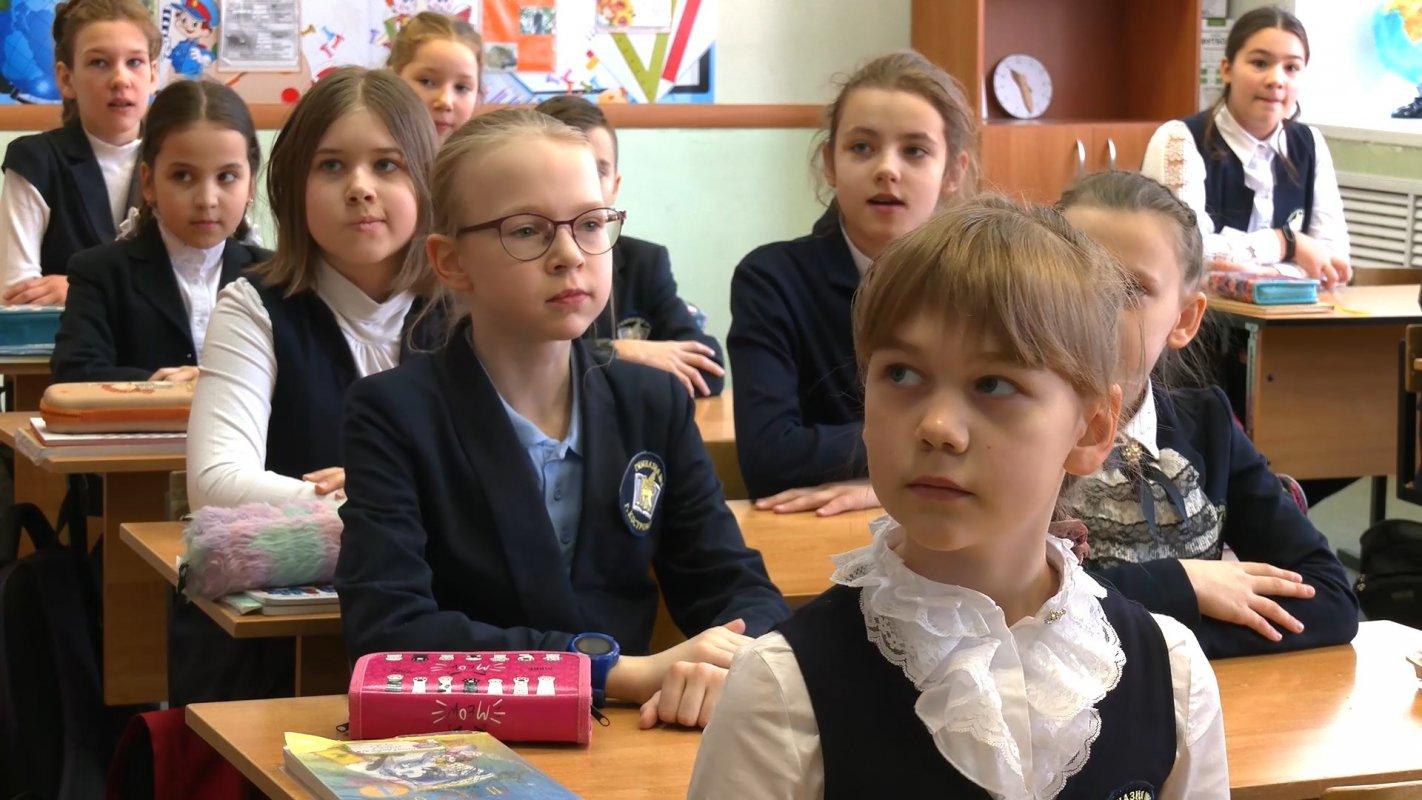 Инициативу губернатора Сергея Ситникова о производстве недорогой школьной формы в нашем регионе поддержали родители и педагоги
