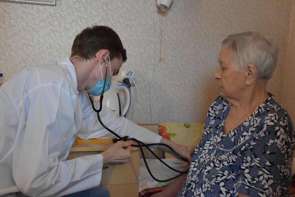 Бесплатную помощь пожилым людям в Костромской области окажут частные клиники