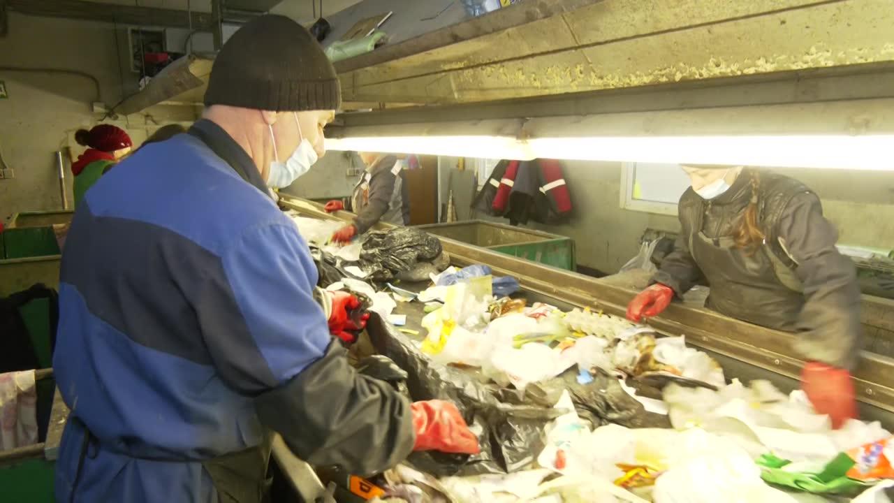 Депутаты Думы Костромы посетили мусоросортировочный комплекс