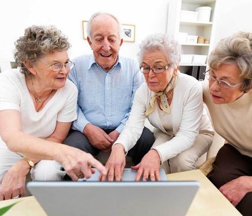 Костромичей старшего поколения приглашают посетить виртуальные выставки и концерты